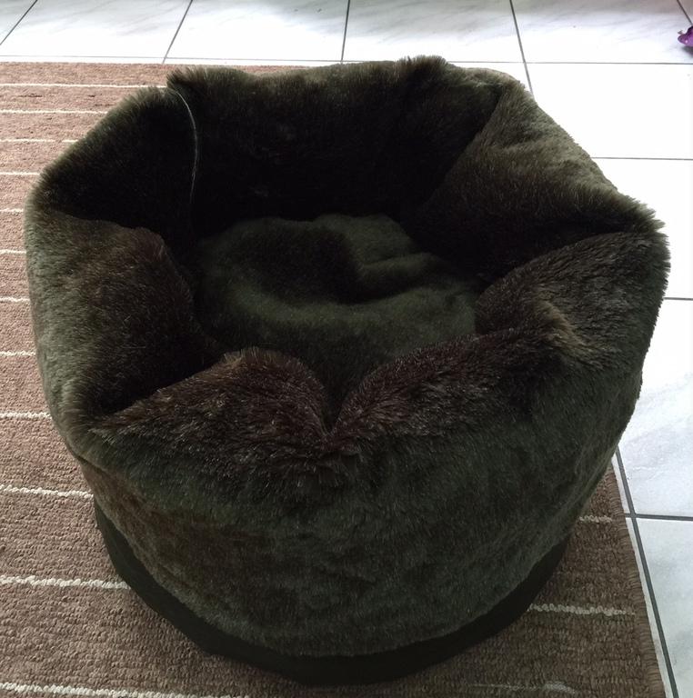 f4e6fb0ef8ee Κρεβάτι γάτας και σκύλου Πουφ με γούνα ελληνικής κατασκευής